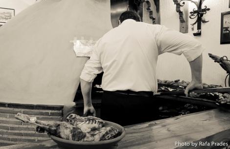 Asado tradicional del lechazo en horno de leña