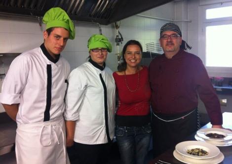 Con Yanet Acosta y alumnos del CIFP Escuela Hostelería y Turismo Simone Ortega