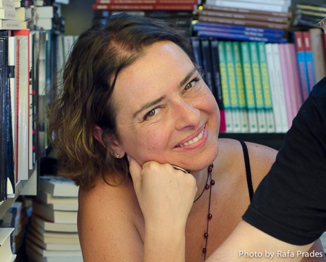 """Yanet Acosta en la Feria del Libro firmando """"El chef ha muerto"""""""