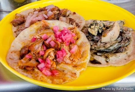 Tacos de lechón, pavo con relleno negro y cochinita pibil