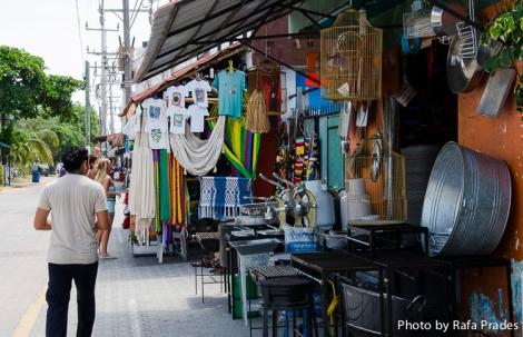 Ferretería y tienda de turistas