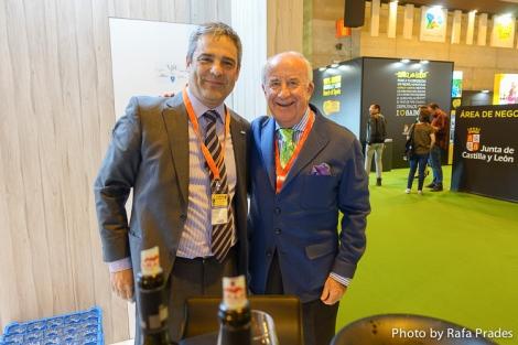 Julio Iglesias director comercial y Juan Pedro Plaza -firma invitada de este blog-