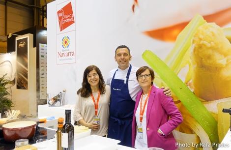 Marta, Enrique e Itziar en el stand de Reyno Gourmet