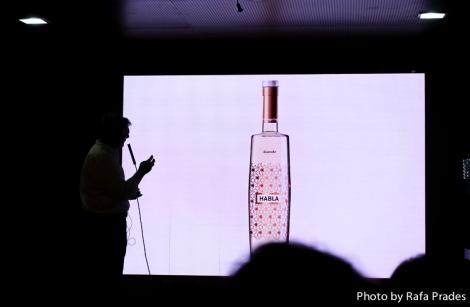 Presentación del vino blanco Duende